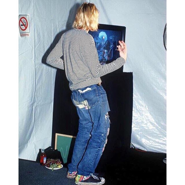Kurt-Cobain-playing-air-guitar-backstage-at-the-1993-MTV-Video-Music-Awards-music-Nirvana-throwback-