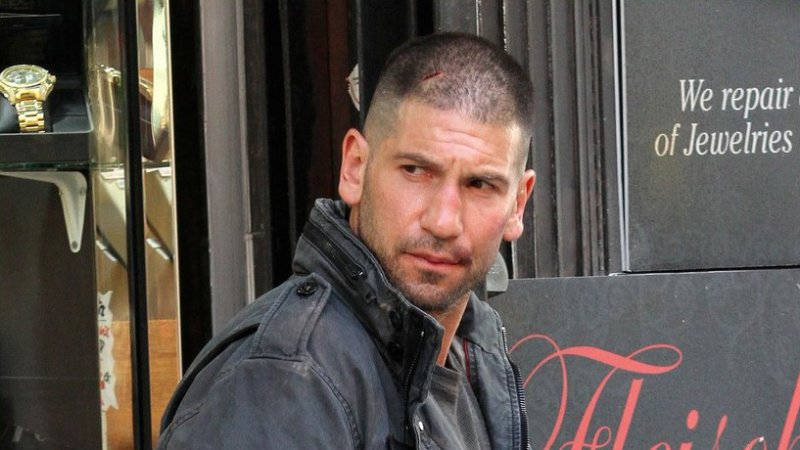 jon-bernthal-pictured-as-the-punisher-on-daredevil-set-06