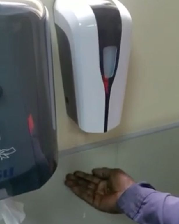 Racist-soap-dispenser-refuses-to-give-dark-skin-man-soap1