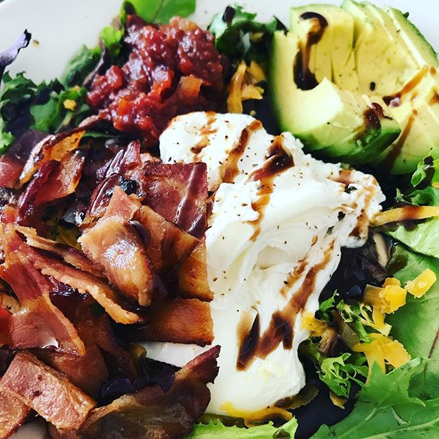 on-the-plate-poached-eggs-bacon-avocado-tomato-jam-on-greens-brunch-healthy-nom-1